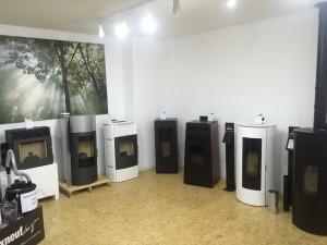 photos du showroom po les et foyers passion. Black Bedroom Furniture Sets. Home Design Ideas